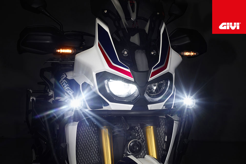 Discover+the+new+LED+fog+lights+from+GIVI%21